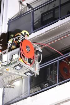 Appartementen ontruimd om brandend voorwerp op balkon in Veghel