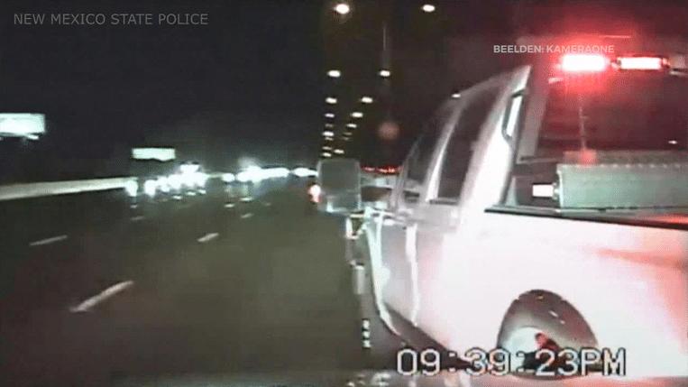 De politiewagen zette de achtervolging in