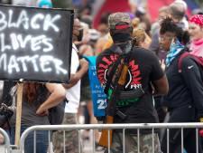 """Un homme tire """"des dizaines de coups de feu"""" lors d'une manifestation dénonçant les violences policières"""