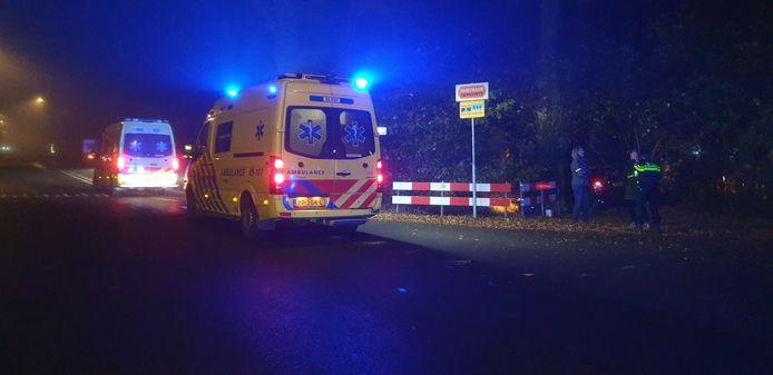 De auto die in Borne van de weg raakte, moest worden afgesleept.