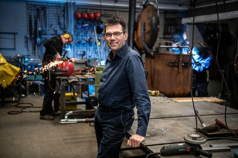 Filosoof Jan Bransen in de school H400 in Nijmegen, een voorbeeld van hoe onderwijs volgens hem wél moet. Beeld Koen Verheijden