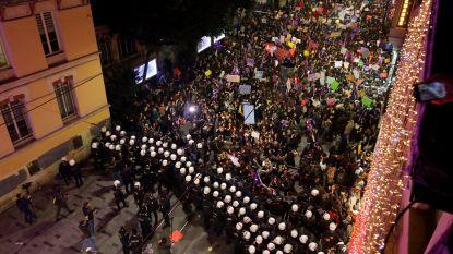 Politie Istanbul stopt vrouwenmars en zet traangas in