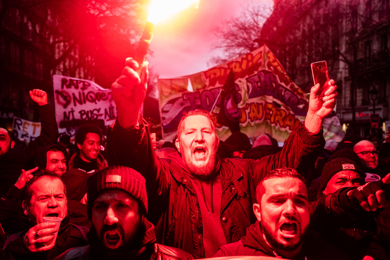 Duizenden mensen namen deel aan een groot anti-pensioenhervormingsprotest in Parijs begin januari. Betogers botsten meerdere keren met de politie.