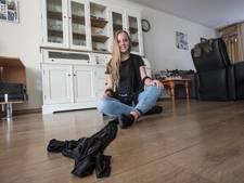Nadeche (19) uit Bakel met zelfbedachte dansact op podium bij Lowlands