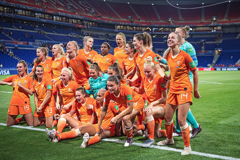 Oranje viert feest na het behalen van de finale.
