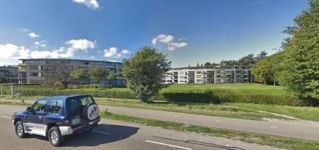 Bewoners appartementen in Oostkapelle geschrokken na vondst dode vrouw. 'Ze was lief.'