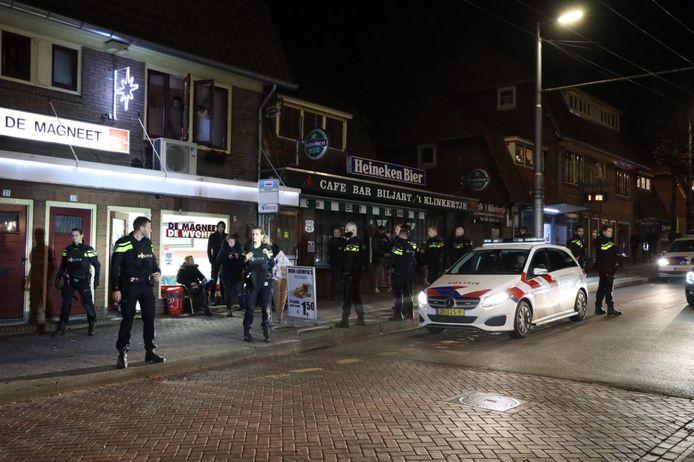 Veel agenten op de Geitenkamp vrijdagavond.