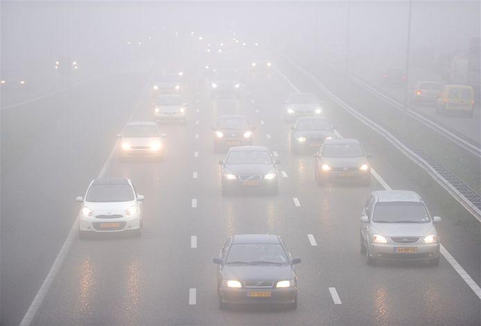 Automobilisten moeten van het KNMI hun snelheid aanpassen vanwege de mist.