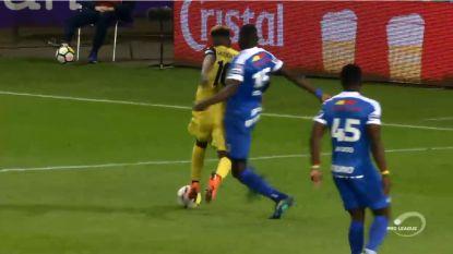 VIDEO: Moest Club hier een strafschop krijgen voor overtreding op Diaby?