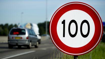 """Nederlandse regering wel akkoord over snelheidsverlaging op autosnelwegen: """"Overdag nog maar 100 km/u"""""""
