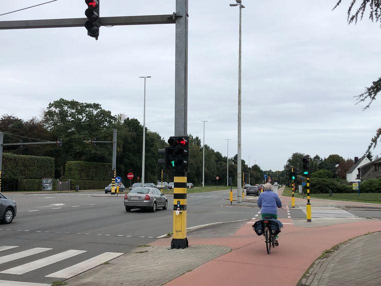 Het kruispunt aan de Kwakkelstraat kreeg conflictvrije verkeerslichten, maar de zijstraten krijgen wel erg kort groen licht.
