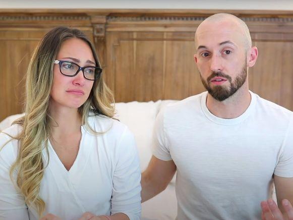 Myka Stauffer en haar echtgenoot James vertellen in een emotionele video dat ze hun 4-jarige adoptiezoon afgestaan hebben aan een ander gezin.