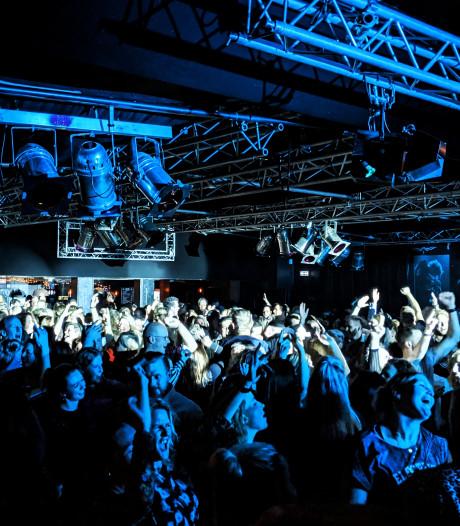 'Vroege feessie' bij De Lantaarn in Hellendoorn een succes: 'Om 3 uur naar bed trekken we echt niet meer'