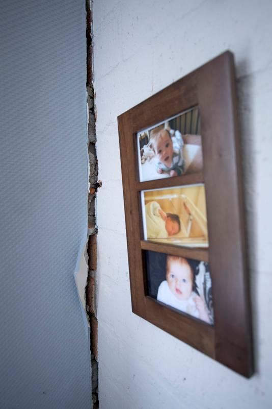 Grote scheuren in de muren.