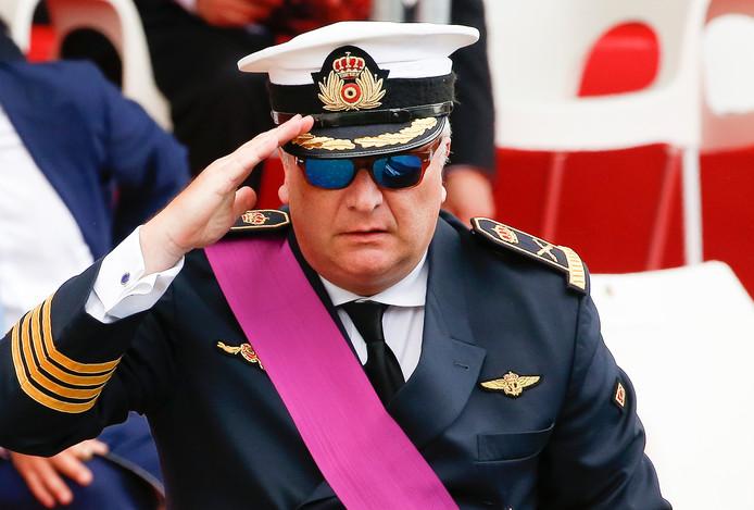 Prins Laurent probeert via de Belgische premier Michel 50 miljoen euro terug te krijgen.