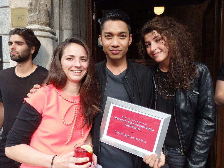 Franny Stroeken, Ronnie Handog en Tania Pupparo (vlnr) van de SkyLounge/Double Tree wonnen de publieksprijs; ze hadden verreweg de meest actieve lobby. Beeld Schuim