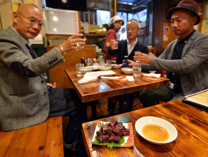 Een dertigtal restaurants in de wijk Ebisu nemen deel aan een gastronomisch festival dat de toeristen uitnodigt walvisvlees te proberen.