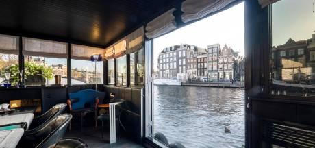 Stijlvolle woonboot voor pittig prijsje in de verkoop: 'Mooiste plek van Amsterdam'