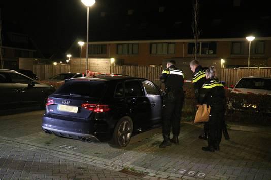 De Audi A3 aan de Max Velthuijsstraat is mogelijk aangestoken met een vuurwerkbom.