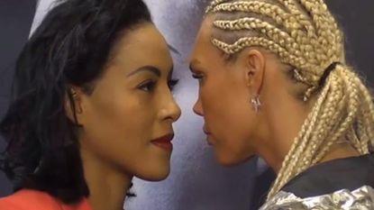 Mooi voorspel: bokssters kijken elkaar té zwoel in de ogen, waarna blondine zich niet langer kan bedwingen