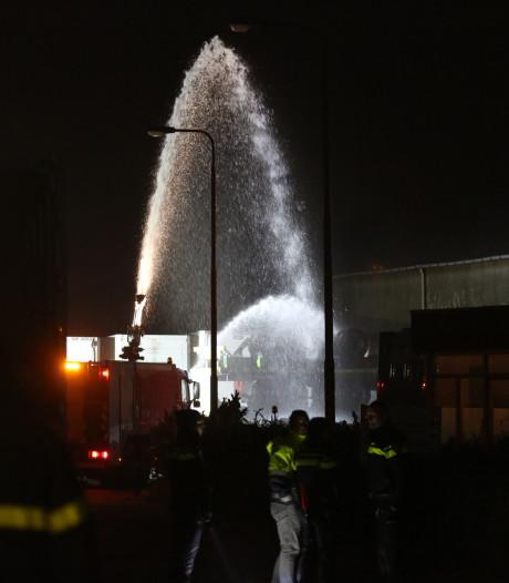 Oplegger in brand in Stampersgat