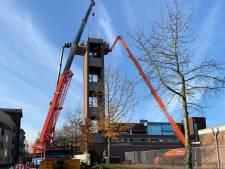 Sloop slangentoren brandweer gaat héél voorzichtig in Rijen