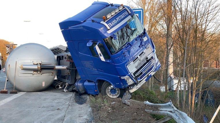 De bestuurder kon zelf uit zijn cabine kruipen.