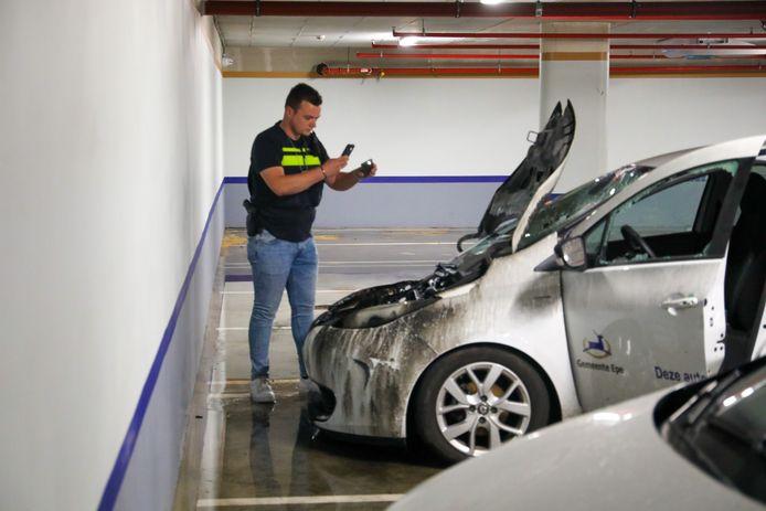 Autobrand in parkeergarage onder marktplein in Epe