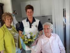 Helmonds echtpaar eert hulp met 'zorgpin'