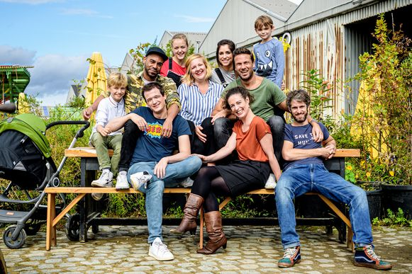 Groepsfoto cast 'Dertigers' seizoen 2