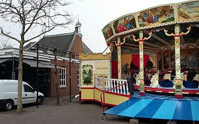 Opbouw voor grootste nostalgische kermis van Nederland gestart op Tongerloplein Roosendaal