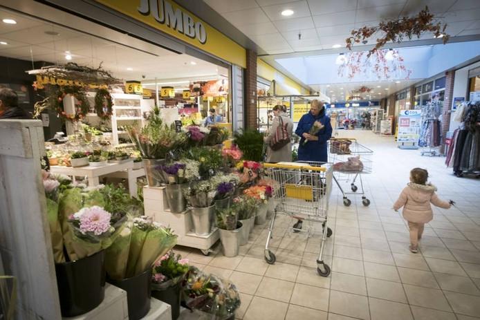 De bloemenshop van de Jumbo in winkelcentrum de Zilverkamp in Huissen.