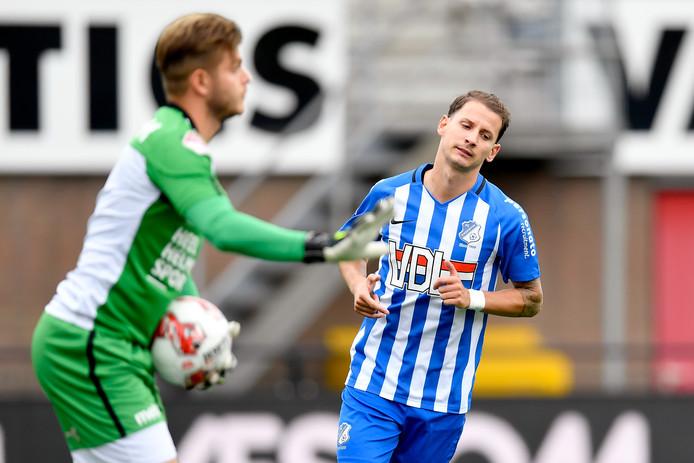 Joey Sleegers namens FC Eindhoven in de derby tegen Helmond Sport.