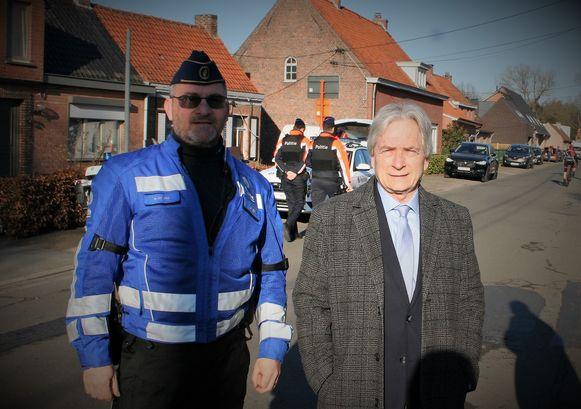 Commissaris William De Vos en waarnemend gouverneur Didier Detollenaere in de Brielmolenstraat.