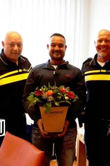 Heldhaftige Daan pakt rover en krijgt bloemen