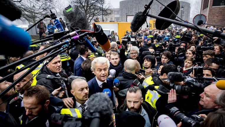 Geert Wilders afgelopen zaterdag in Spijkenisse, waar veel buitenlandse pers aanwezig was. Beeld Freek van den Bergh / de Volkskrant