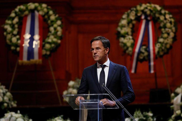 Rutte houdt een speech tijdens de herdenking. Beeld EPA