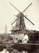 Oliemolen De Rijzende Zon langs de Eem. Eerst verdwenen de wieken, in 1940 de hele molen.