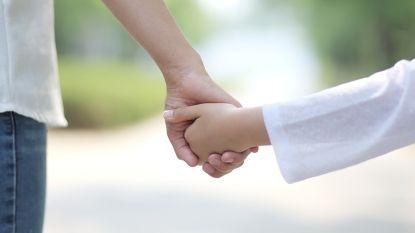 """Rosemie (45) doorbreekt taboe over polyamoureuze relatie: """"Arend is een kind van ons vieren"""""""