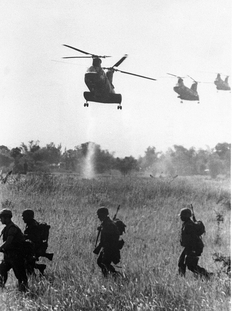 Amerikaanse helikopters in Vietnam tijdens Operation Hastings, 1966.  Beeld AFP