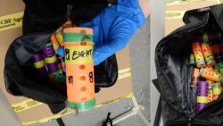 Levende vinkjes in sokken en kokers naar New York gesmokkeld om te zingen op gokwedstrijden