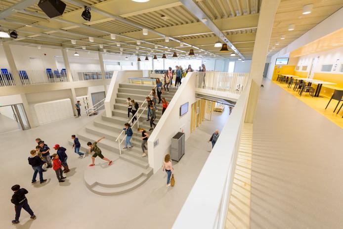 NUENEN - Leerlingen krijgen donderdag voor het eerst les in de nieuwbouw van het Nuenens College