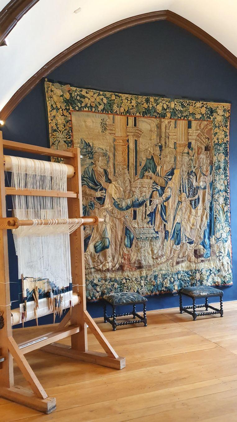 Het meer dan 400 jaar oude wandtapijt 'Jacob wordt voorgesteld aan de Farao' hangt vanaf donderdag in het stadsmuseum in het stadhuis van Oudenaarde.