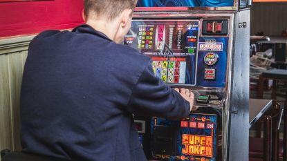 Jeugd gokt niet in casino, maar op café en overheid laat begaan