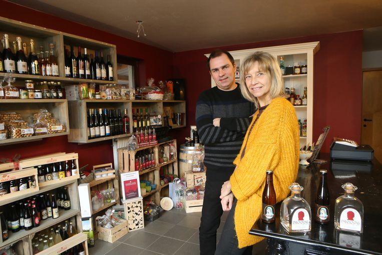 Televisiemaker Luc Haekens en echtgenote Ann heropenen hun streekproductenwinkel in de garage de woning.