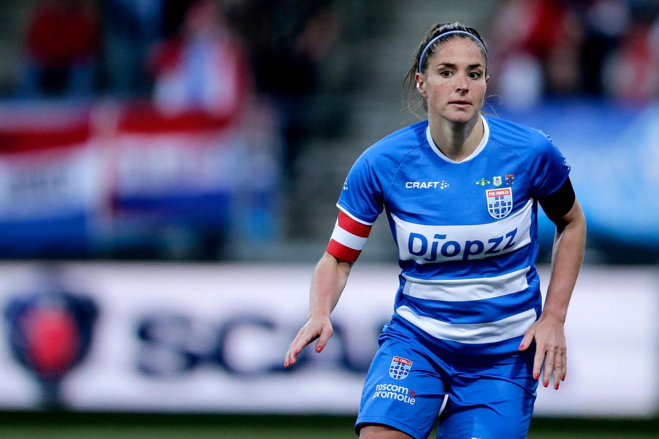 Babiche Roof verlaat PEC Zwolle na twee seizoenen vanwege gelukkige omstandigheden.