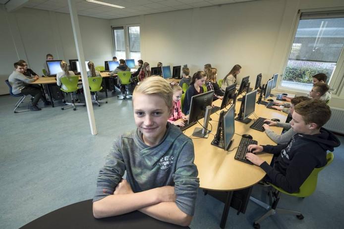 Leerling Mees Steneker bedacht de naam Dock16 voor de nieuwe praktijklokalen van Reggesteyn.