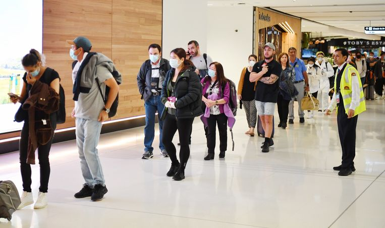 Passagiers arriveren op de luchthaven van Sydney.