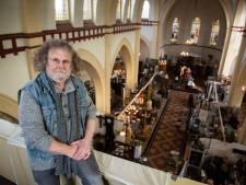 Hoe God in de kerk van Biest-Houtakker voor brocante week
