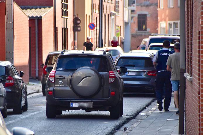 De schietpartij en de aanrijding deden zich voor in de Zandbergstraat in Wingene, vlak bij de centrumschool en kinderopvang 't Mezennestje.